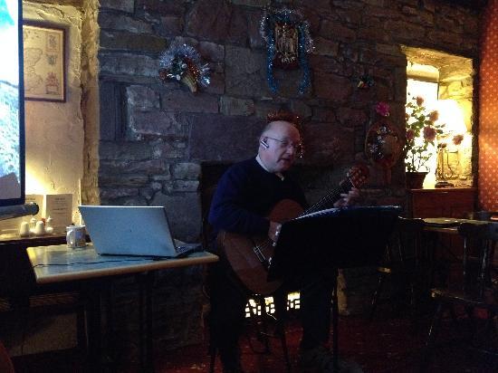 Averon Guest House: 老板深情演绎经典苏格兰歌曲