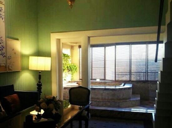 Chun Hui Yuan Resort : 复式温泉房