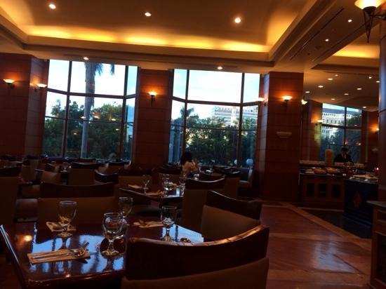 Millennium Hotel Sirih Jakarta: 餐厅挺好