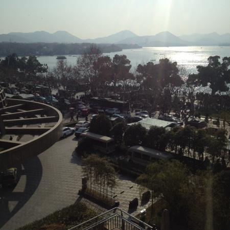 Hyatt Regency Hangzhou: 湖景房窗外的景色