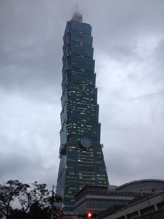 Taipei 101 (Taipei Financial Center): 阴雨天的101
