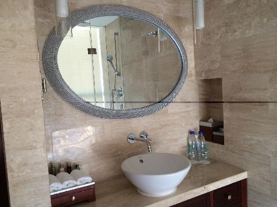 Beijing Marriott Hotel Northeast : 浴室