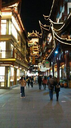 Shanghai, Kina: 夜晚的豫园老街