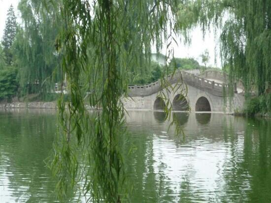 Xi'an Fengxiang East Lake: 一蓑烟雨任平生