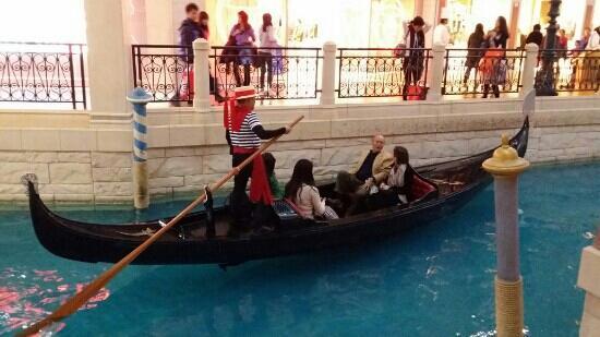 The Venetian Macao Resort Hotel: 澳门度假村还有船坐的~