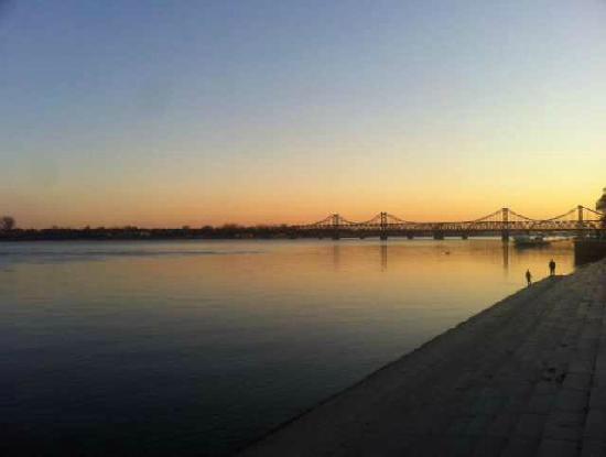 Yalu River Bridge: 1