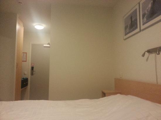 IKEA Hotell: 简单整洁的房间