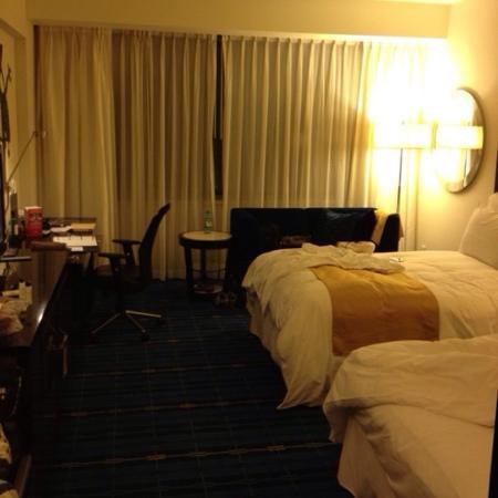 Hong Kong SkyCity Marriott Hotel : 床够大