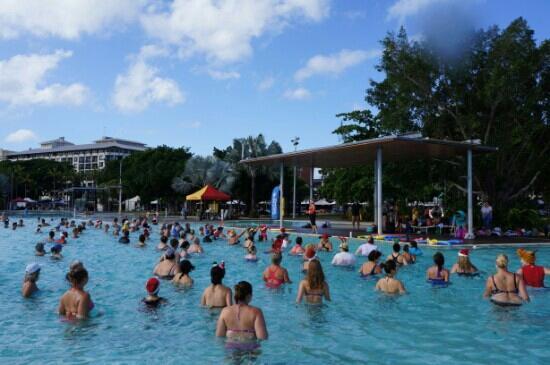 Cairns Esplanade Lagoon: 水中迎圣诞