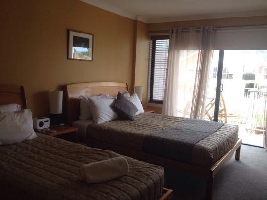 Sandpiper Motel: 一大一小