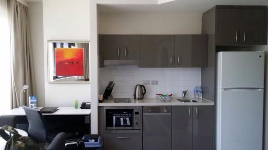 Meriton Serviced Apartments Campbell Street: 厨房