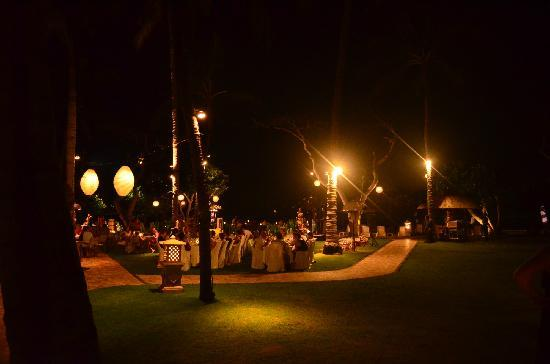 Nusa Dua Beach Hotel & Spa : 露天酒吧
