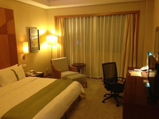 Qinhuangdao Sea View Hotel: 7层以上的海景房上乘,但街景房景观较差。