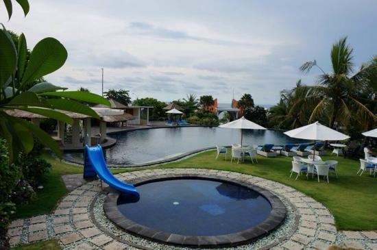 Blue Point Bay Villas & Spa: 泳池