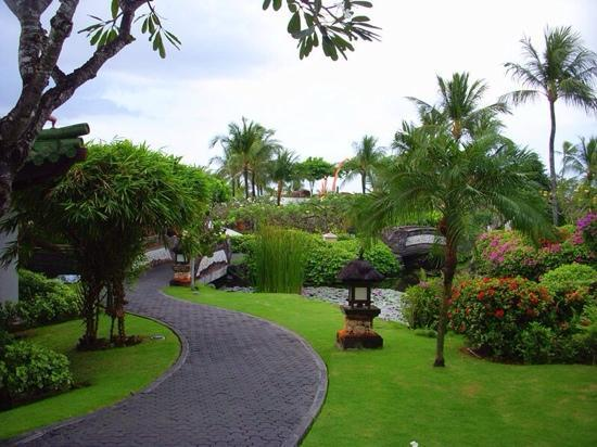 Grand Hyatt Bali: path