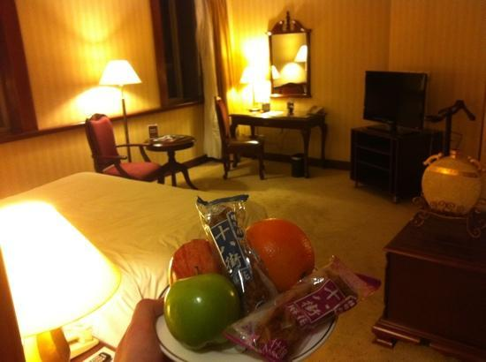 Clarion Hotel Tianjin : 迎宾水果里居然还有麻花。