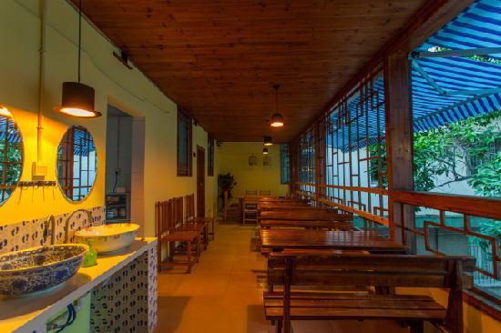 Youjian Hostel: 餐厅