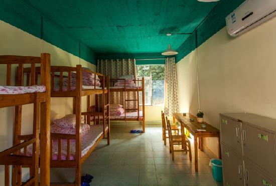 Youjian Hostel: 多人间