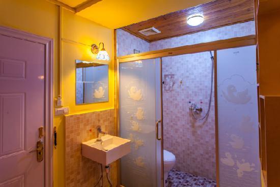 Youjian Hostel: 浴室