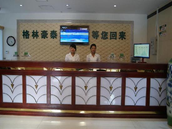 GreenTree Inn Xinyu Train Station 2nd Express Hotel: 前台