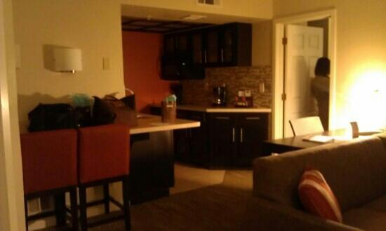 Staybridge Suites San Jose: Living room