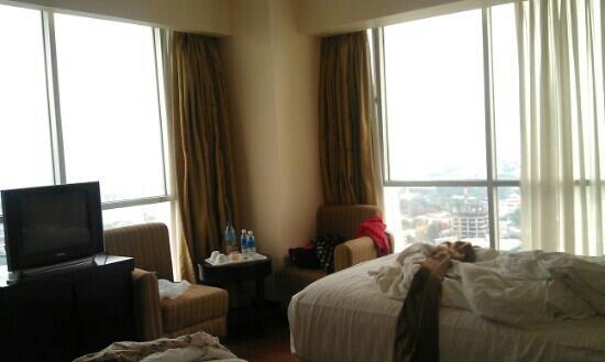 Crown Regency Hotel & Towers: Room