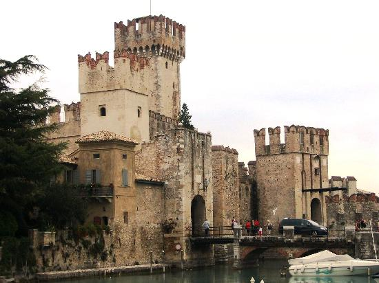 Parco Baia delle Sirene: 加尔达城堡