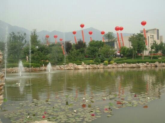 ShangShan JianSanChuan YiShuGuan : 上山间