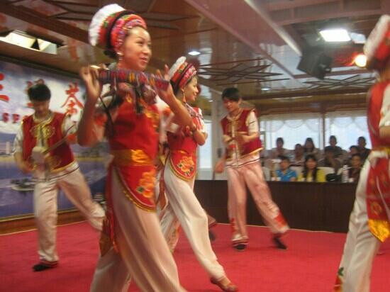 Erhai Lake: 坐船游洱海的民俗表演