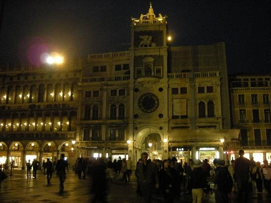 Piazza San Marco (Plaza de San Marcos): 夜晚的圣马可广场