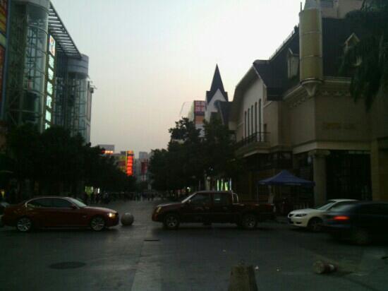 25 Qu ShangYe BuXingJie (QianJin YiLu)