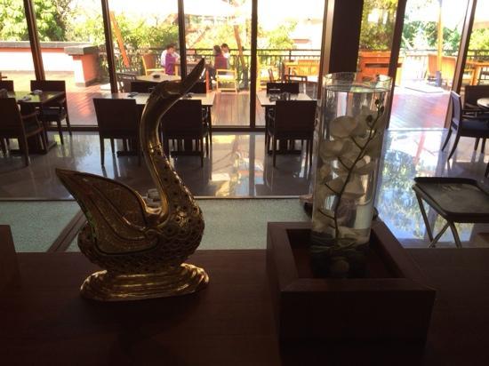 InterContinental Xishuangbanna Resort : 全日餐厅
