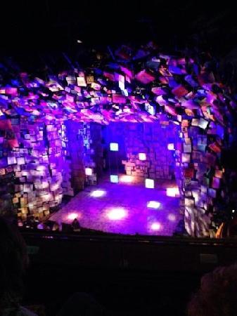 剧院内部 Picture Of Cambridge Theatre London Tripadvisor