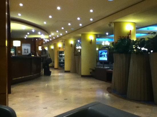 Holiday Inn Paris Versailles Bougival: 大厅