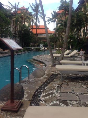 Prime Plaza Hotel Sanur - Bali: 游泳池