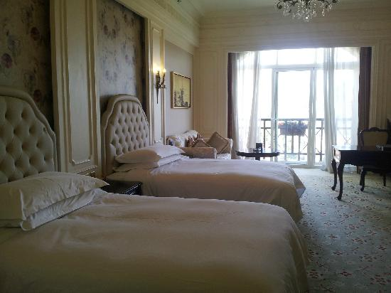 Dragon Lake Princess Hotel : 我住的皇室水景房