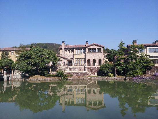 Dragon Lake Princess Hotel: 湖边别墅