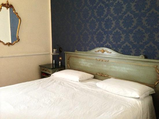 "Hotel Violino d'Oro: 色调老式""古董""了一点,但干净。"
