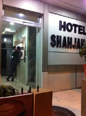 Hotel Shahjahan: door