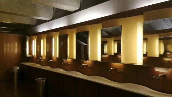 Sydney Opera House : 表演大厅不许照,只能拍盥洗室了
