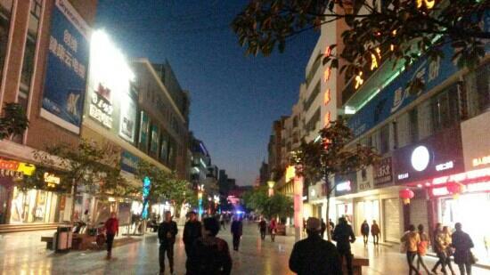 Xichang, China: 西昌商业步行街夜景