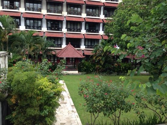 Sheraton Mustika Yogyakarta Resort and Spa: 庭院很漂亮