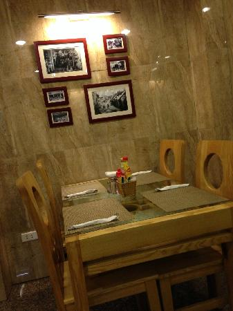 Golden Art Hotel: 小小的餐厅非常温馨