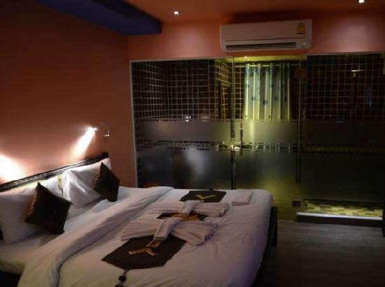 Chang Puak Hotel: 房间隔段