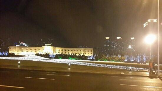 Dalian People Square: 灯光很漂亮