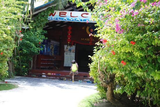 Borneo Divers Mabul Island Resort: 酒店大堂门口