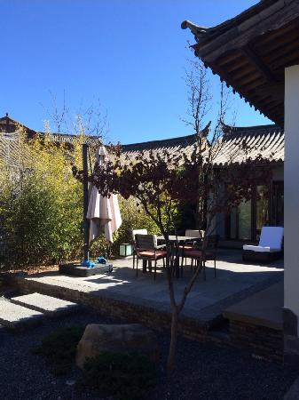 Pullman Lijiang Resort & Spa : 别墅庭院