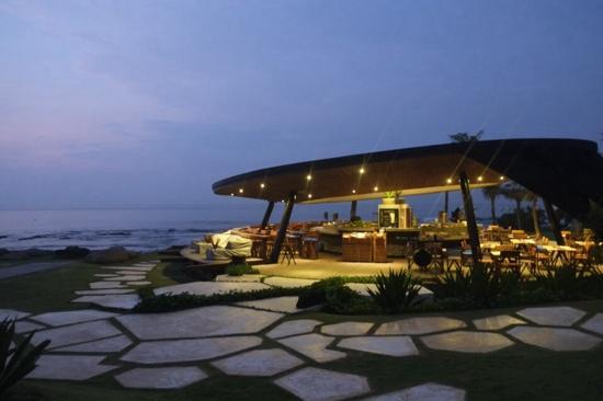 Komune Resort, Keramas Beach Bali: beach club