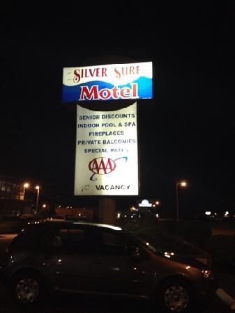Silver Surf Motel: v