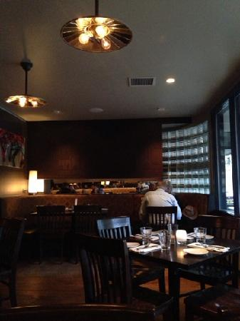 Local Restaurant & Bar: v